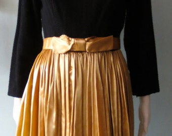 Vintage dress Stunning Vintage 1950's Silk  and wool Candy Jr Gold and Black Dress