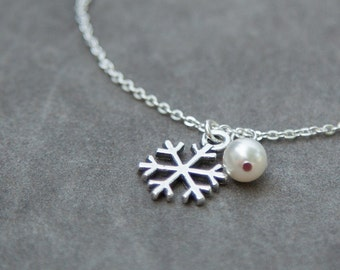 Bridal Party Bracelet, Set of 6 Six, Winter Wedding Bracelet, Custom Bridesmaid Jewelry, Silver Snowflake and Pearl Charm Bracelets