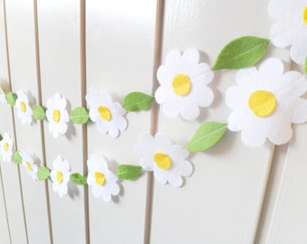Daisy Flower Garland - made with wool blend felt in white, perfect for weddings, photo prop or nursery decor