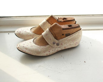 US 10 / Euro 40.5 / UK 8.5, Champagne Silk Slippers #561