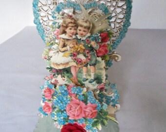 Vintage Victorian Pop Up Stand Up Valentine Doves Boy Girl Honeycomb Roses