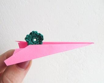 Crochet Flower Appliques, Tiny Small Cute Flowers, Decorative Motifs, Deep Bright Green, Set of 10, Embellishments, Christmas Tree Green