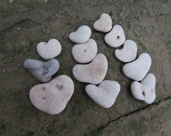 12pcs. Mixed Sizes Natural Heart Rock Pebbles. Beach Heart Stones Art Deco Supply. Weddings Favors, Thank You Stones. Give a Heart