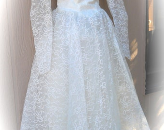 On Sale! Vintage 1950's Tea Length Wedding Dress Size Small, Lace Bridal Dress, Wonderful Condition