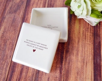 Aunt Gift - Square Keepsake Box - An aunt is a gift whose worth cannot be measured except by the heart - With Gift Box