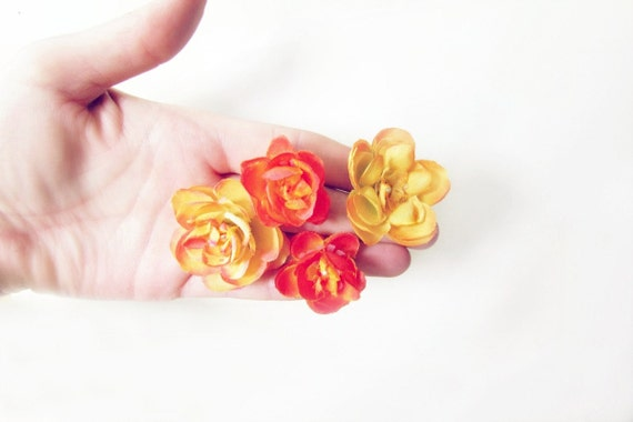 Orange Flower Hair Pins. Floral Fabric Hair Pins in Vibrant Red Orange and Deep Golden Yellow. Tropical Summer Wedding Hair Accessories