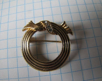 Vintage AVON Gold Tone Wreath Rhinestones Brooch Pin Hallmarked Jewellery Jewelry