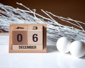 eco friendly wooden calendar