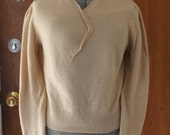 1960s Cream Sweater. Classic Cashmere Pullover. Button Detail. British Hong Kong. Preppy 60s Sweater. M Medium.