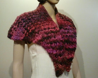 Knitted shawl in pink/black