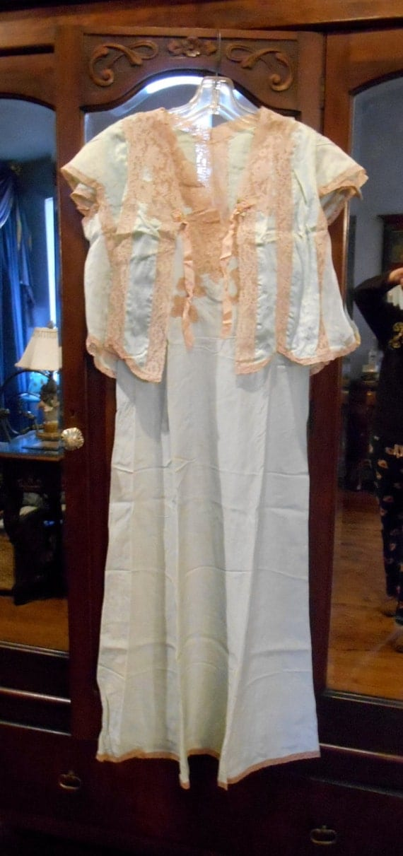 1940s Peignoir Set Romantic And Sexy Satin And Lace Nightgown
