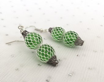 Peridot Green Earrings, Wire Mesh Jewelry, Green Glass Beaded Earrings, Peridot Green Beaded Jewelry, Green Glass Dangle Earrings