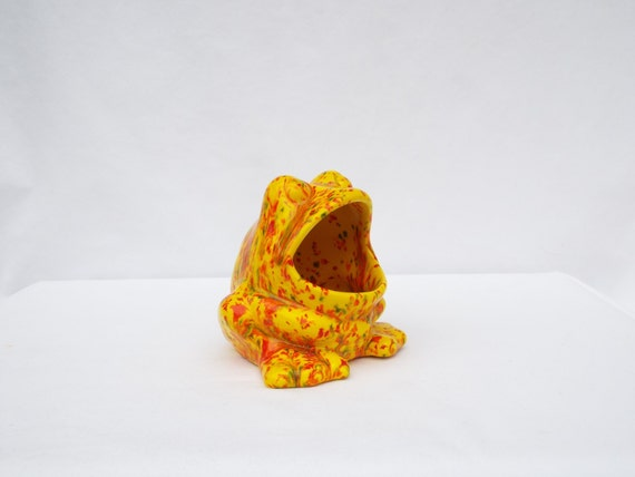 Frog scrubby sponge or sos holder yellow with by leviladyceramics - Frog sponge holder kitchen sink ...