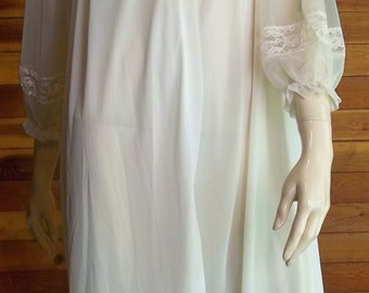 Vintage Lingerie 1950s LUXITE by KAYSER Ivory Lace Peignoir or Robe 34