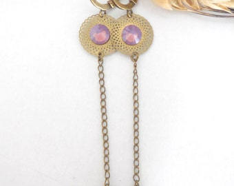 Earrings with metal pendant and riose cabochon