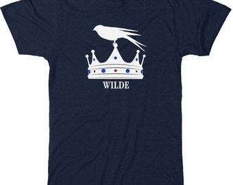 Literary T-Shirt Oscar Wilde: The Happy Prince Book Lover T-shirt  - Bookish Apparel - Bird and Crown with Jewels T-shirt for Reader