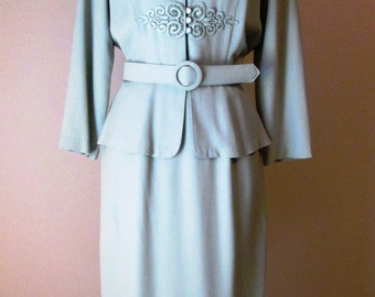 1980's Pale Sage Green Peplum Dress/Career Dress/Lace Applique Detail/Studio I/SZ 8        # 1L15005