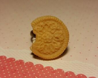 Vanilla Sandwich Cookie Ring