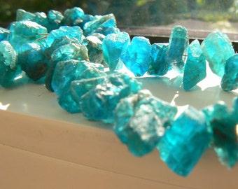 Neon blue rough apatite 7-11x5mm beads- 4in strand-Jewelry beads supply- Raw gemstone beads- Apatite blue gemstone beads