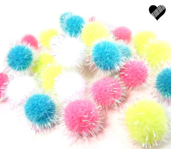 pom pom balls set of 32 iridescent pom pom 39 s deco. Black Bedroom Furniture Sets. Home Design Ideas