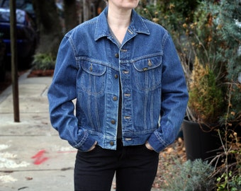 70s LEE Denim Jean Jacket Classic Riders Cropped Biker Dark Blue Medium Size 42 Boxy Vintage PATD 153438