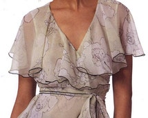 Anna Sui tops Designer sewing pattern Vogue 2850 Romantic Feminine style Bust 30 to 32 Uncut