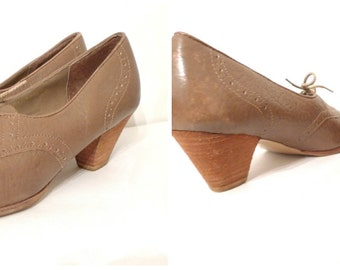 Vintage 80s does 20s 40s Art Deco Perforated Oxford Heel Shoes. Leather Platform Oxfords. US W 7 sale