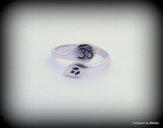 Sterling silver Om ring, Yoga ring, lotus Om ring, Symbol of balance and peace, OHM