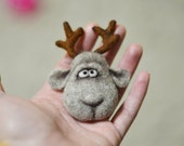 Brooch - Christmas deer - Christmas gift - christmas ornaments - Felt - Needle felting - Christmas - childrens gifts - gift for her