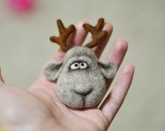 Brooch - Christmas deer - Christmas gift - christmas ornaments - Felt - Needle felting - Christmas - childrens gifts - gift for her