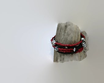 Seed bead bracelets black and red, cool bracelets, friendship bracelet. Set of 5. Stretch, black and red, metal Bali beads silver color