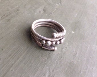 Sterling Silver Vintage Ring SZ 7 Funky 3Band Spring and Dot Design