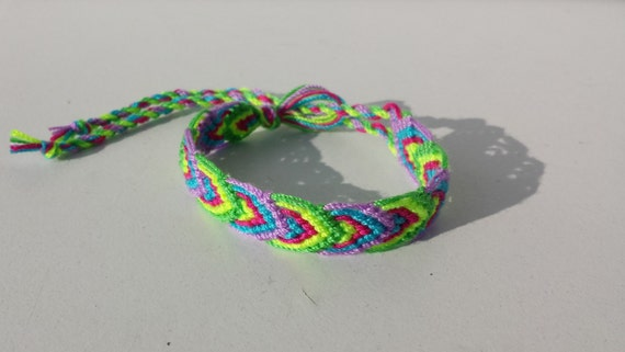 knotted friendship bracelet leaf pattern by adrianahobby