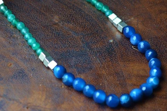collier pierre fine et semi pr cieuse bleu nuit et vert. Black Bedroom Furniture Sets. Home Design Ideas
