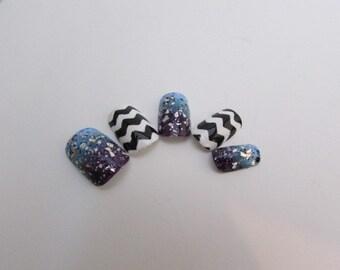 Black and White Chevron w/ Blue/Purple Gradient False Nail Set