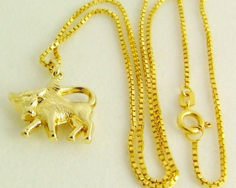 Small, graceful & VOLLPLASTISCHER zodiac sign Taurus pendant with necklace
