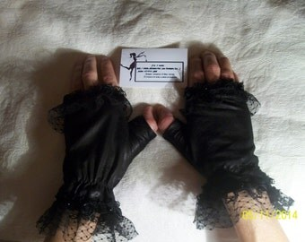 Black gloves with lace, for women