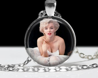Marilyn Monroe Movie Star Necklace Wearable Art Pendant Charm