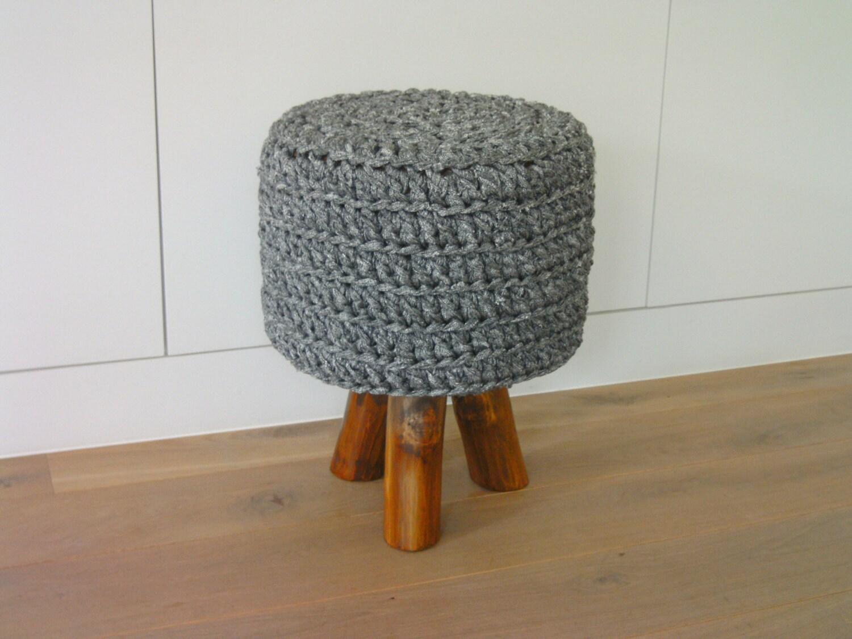 tabouret robuste sur 3 pieds en tronc d 39 arbre tr s par chocart. Black Bedroom Furniture Sets. Home Design Ideas