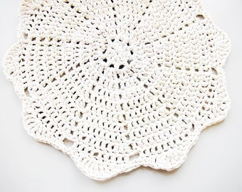 Doily Crochet Rug LUULO / Boho Area Rag / Chunky Crocheted Carpet / Shabby Chic / Cottage Style - Off-White