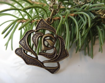 Flower (Rose) on antique brass chain. Pendant Bronze. The choice and choice of chain length.