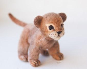 Lionet, felting toy
