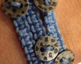 Macrame and button bracelet