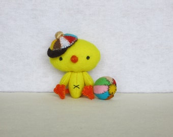 Felt little bird/chick with the peaked cap and his ball