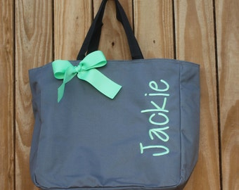 10 Monogrammed Tote, Bridesmaid Gift, Bridesmaids Tote, Personalized Totes, Personalized Bags, Wedding Party Gift, Embroidered Tote Bag