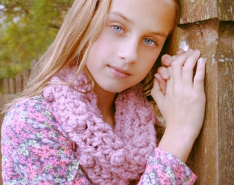 Dusty Rose Cowl Crochet Pattern - Beautiful Quick Bulky Weight