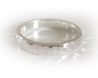 hammered wedding ring for men and women, 4 mm wide - rustic jewellery - wedding band in sterling silver