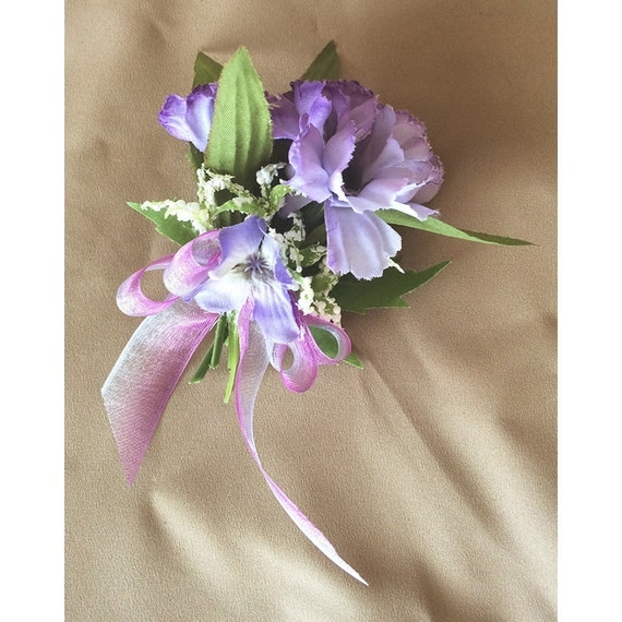 Flower pin corsage broach boutonnière floral accessory wedding flowers prom special occasion Easter Ostara Spring