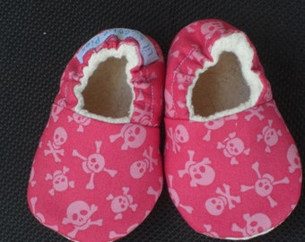 Baby Girl, Pink, Baby Slippers, Baby Shoes, Skull and crossbone , Cotton, Organic cotton sherpa lined, Baby Gift
