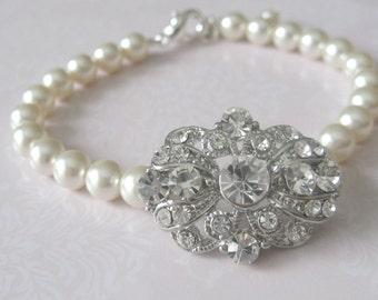 Brides Bridesmaids Wedding Single Strand Rhinestone center pearl bracelet